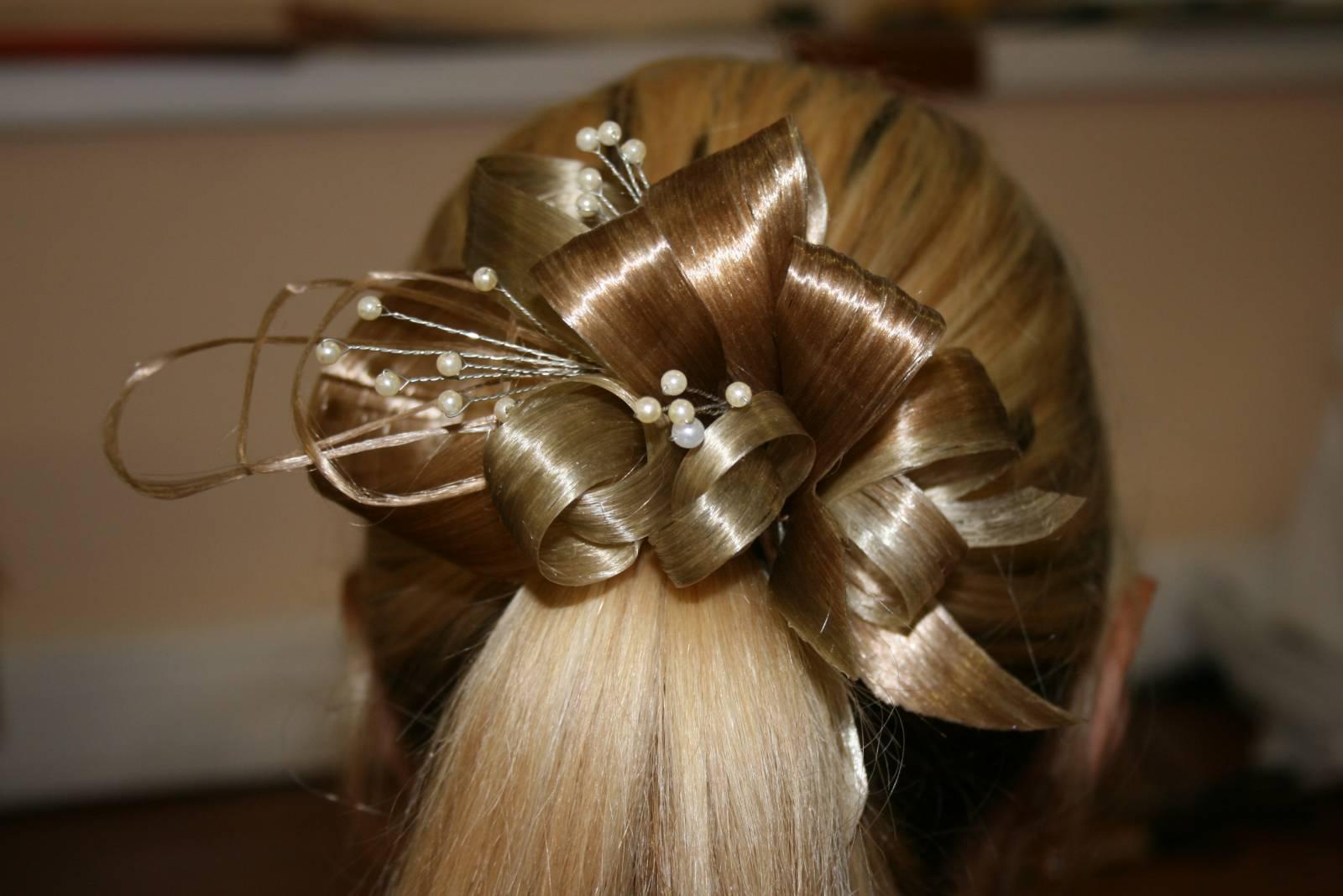 Как сделать красивую заколку из волос искусственных
